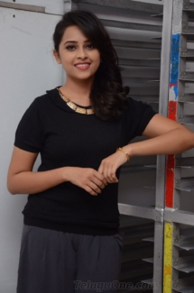 Sri Divya cute (4)