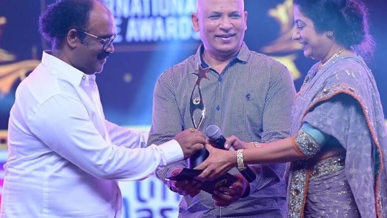சிறந்த இயக்குநருக்கான சைமா விருதை வென்றார் பொன்குமரன்